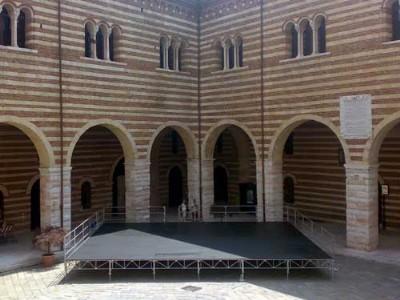 Noleggio palchi stage rent for Noleggio di grandi masser